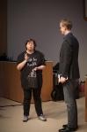 Anette Falkenrot tackar av Anders Frick efter föreläsning