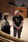 Lars Lindsköld språkar med Anne Olmarker