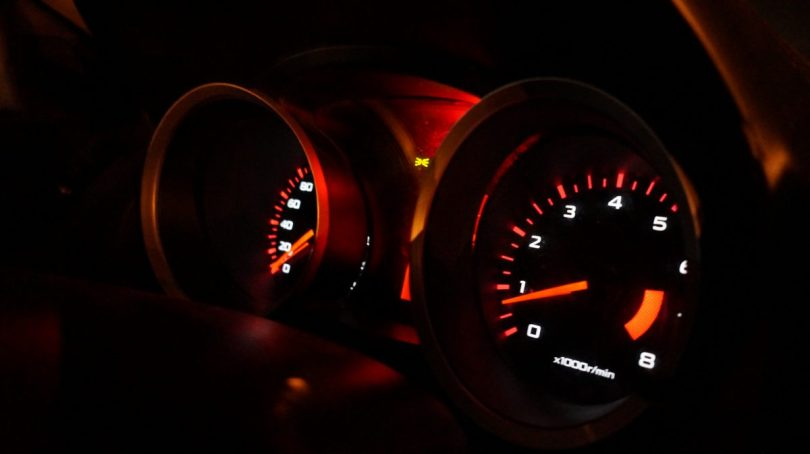 Varvräknare i en bil